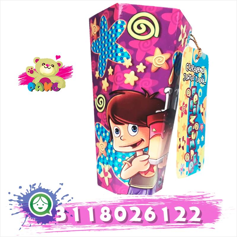 Caja decorada con chocolates.