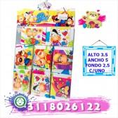 Paquete que contiene 8 cajas decoradas con bombones
